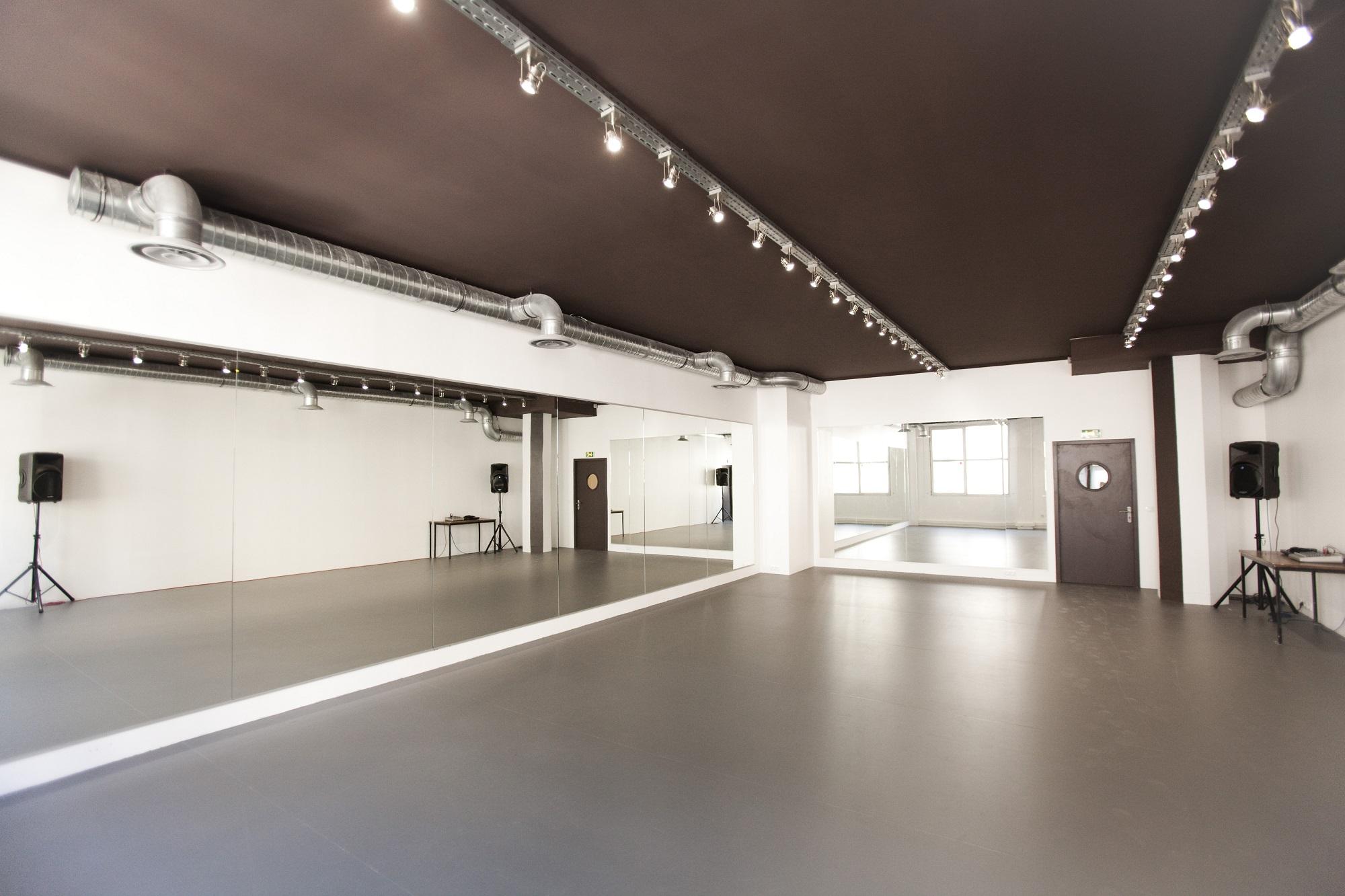 hall 2 10eme studio bleu. Black Bedroom Furniture Sets. Home Design Ideas