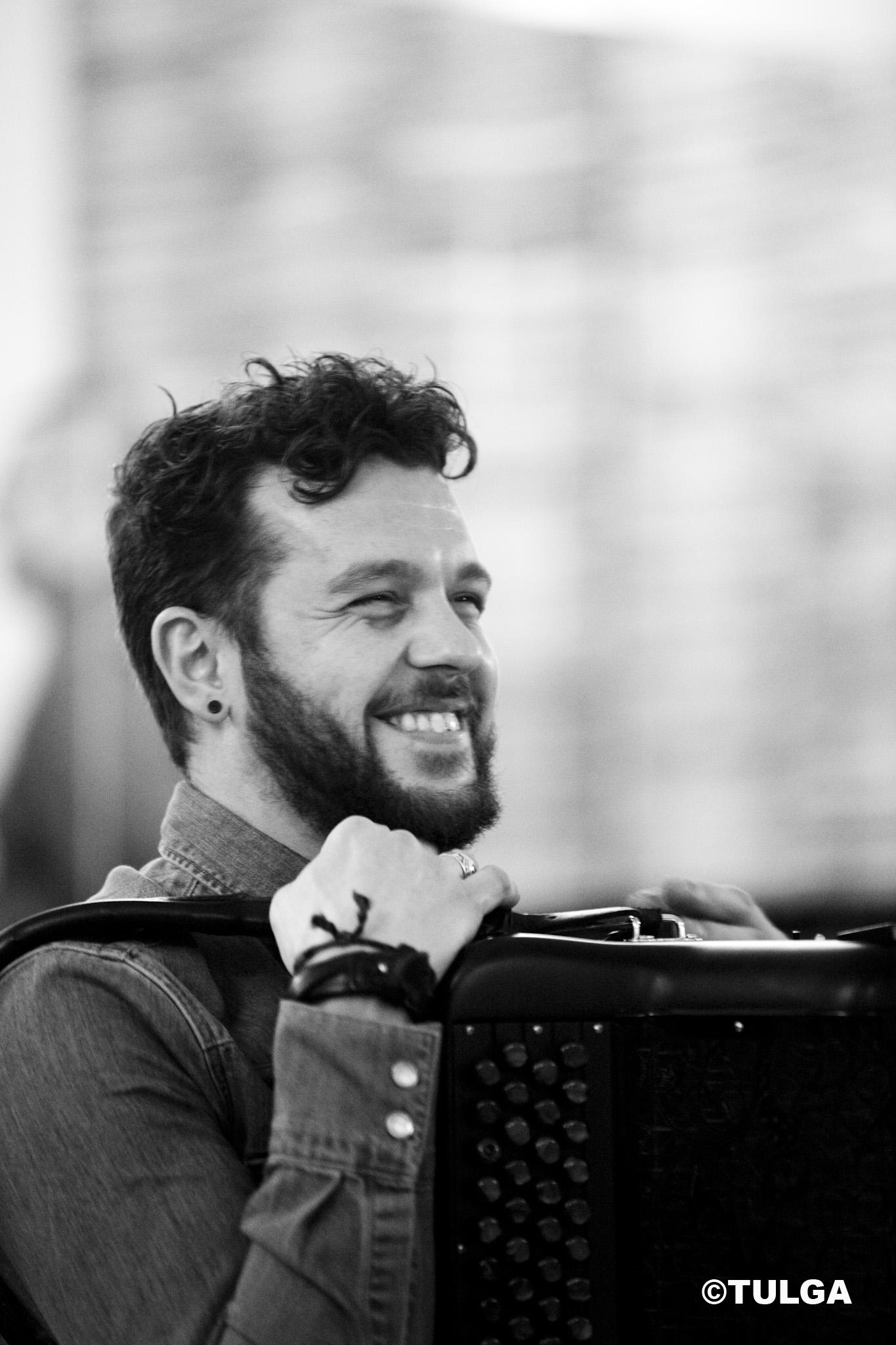 Claudio Capéo en répétition à Studio Bleu. Photo TULGA