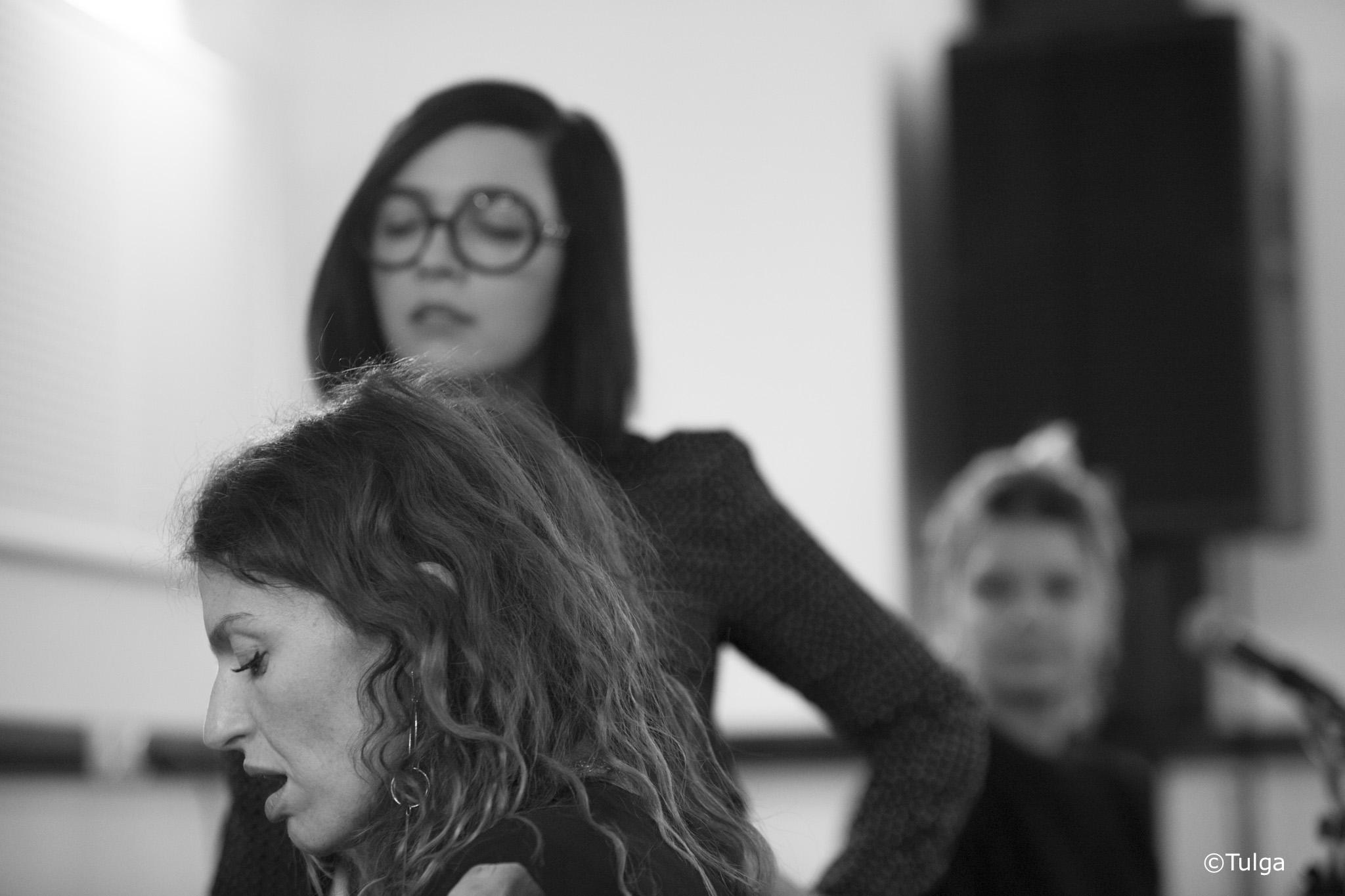 Brigitte en répétition à studio bleu