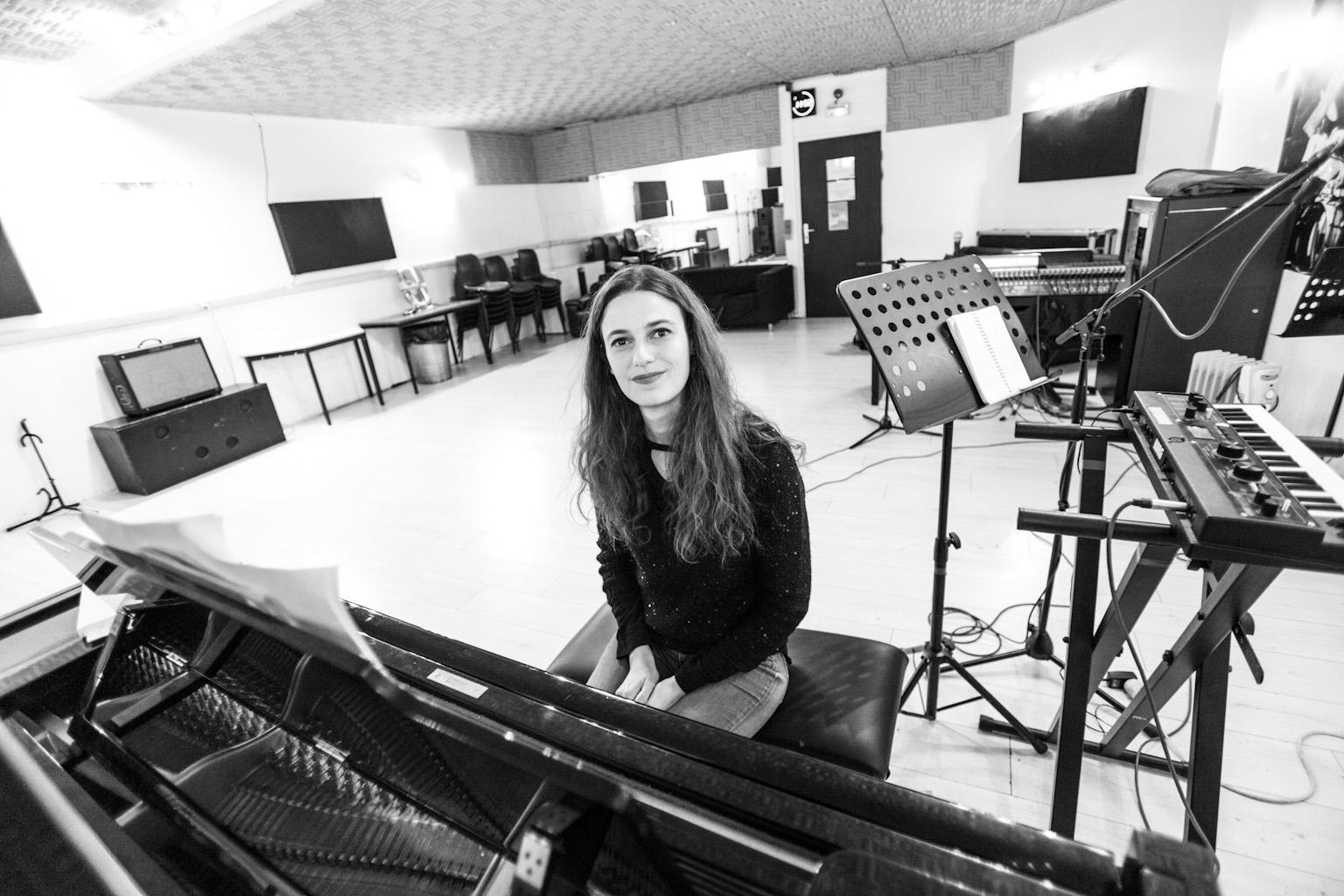Sophie oZ en répétition à Studio Bleu Paris